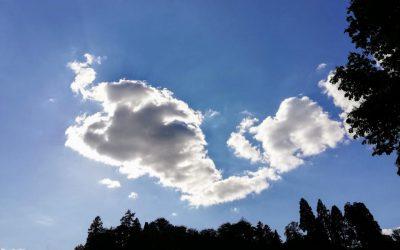 Einfach mal die Wolken ziehen lassen – Weniger tun ist mehr Sein